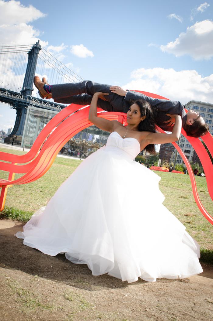 une photo de couple trompe l'oeil d'une mise en scène ingénieuse