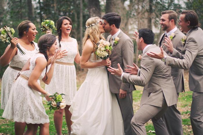séance photo originale pleine d'émotion, photo romantique de premier baiser