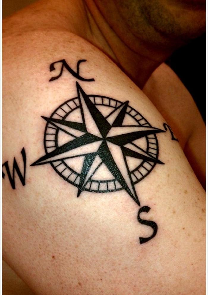1001 id es tatouage rose des vents cap sur un - Tatouage boussole homme ...