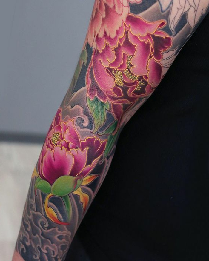 signification tatouage, tatouage traditionnel japonais, manche tatouage pivoines