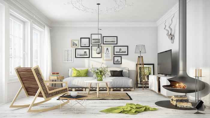 salon scandinave, plafond blanc avec décoration en plâtre, canapé blanc, cheminée grise moderne, bougeoir métallique