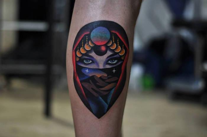 tatoo molet tatouage sur le mollet homme visage femme orientale