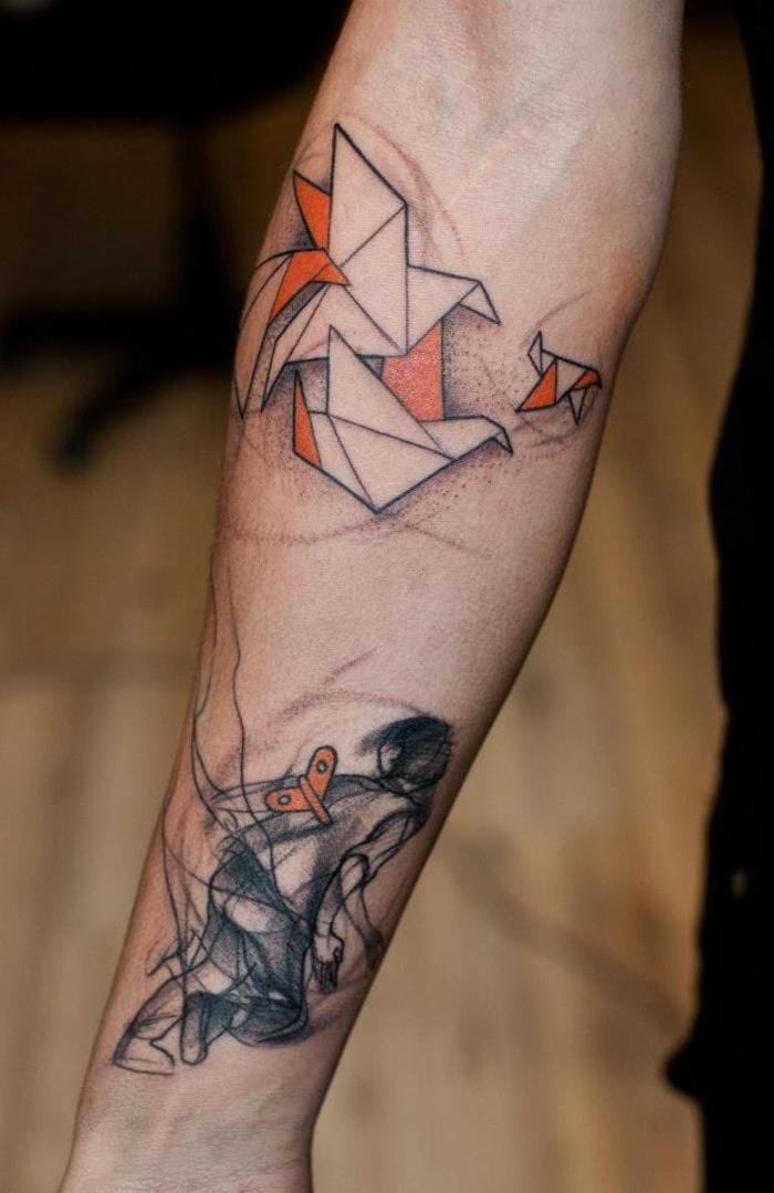 un tatouage avant bras original associant un joli travail d ombrage et les motifs origami