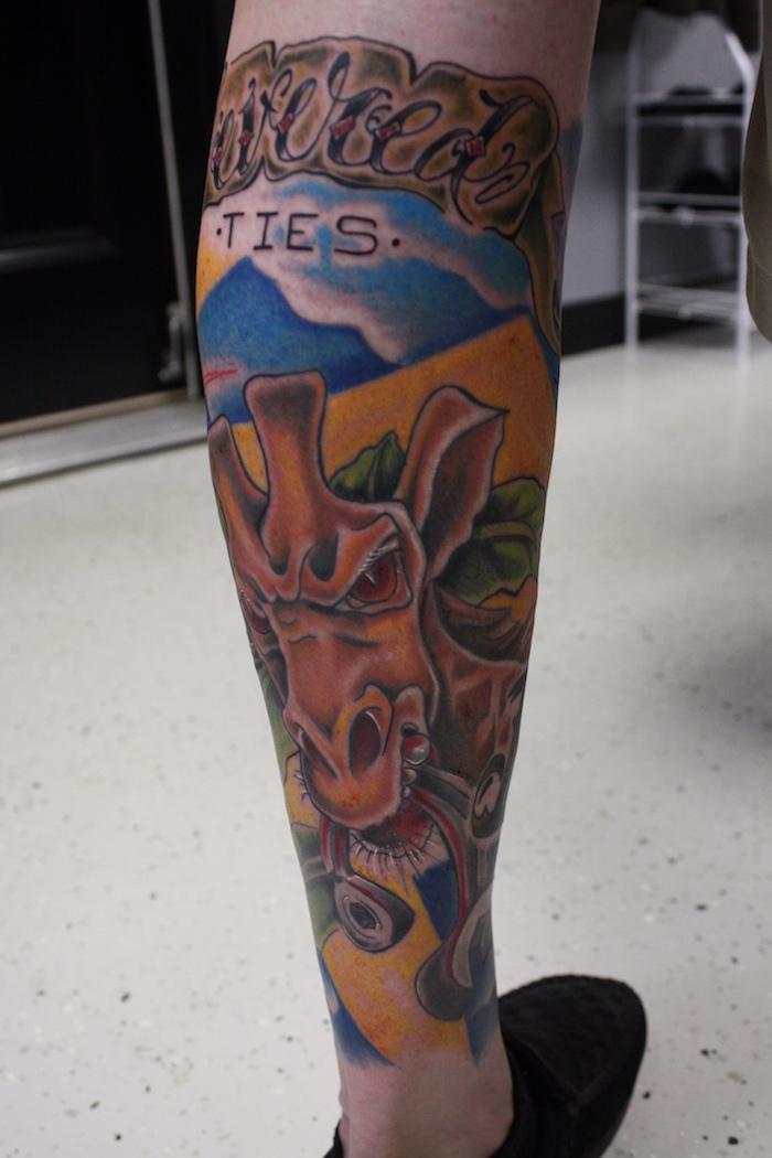 tatoo molet tatouage sur le mollet homme couleurs tattoo girafe jambe