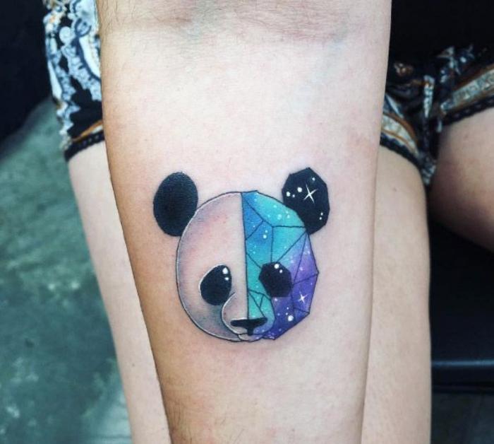 tatouage avant bras femme tête de panda géométrique qui relie l'effet galaxie