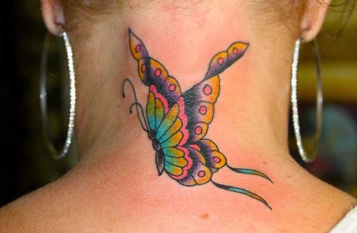 1001 designs de tatouage papillon pharamineux. Black Bedroom Furniture Sets. Home Design Ideas
