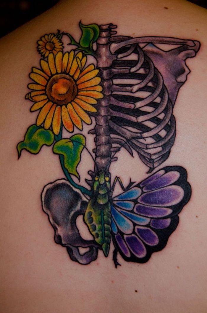 papillon tatouage, dessin sur le corps en couleurs, tatouage à design tournesol et papillon