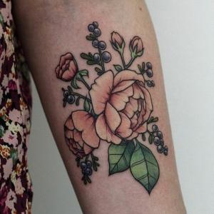 Découvrez les significations différentes du tatouage fleur - plusieurs idées en photos