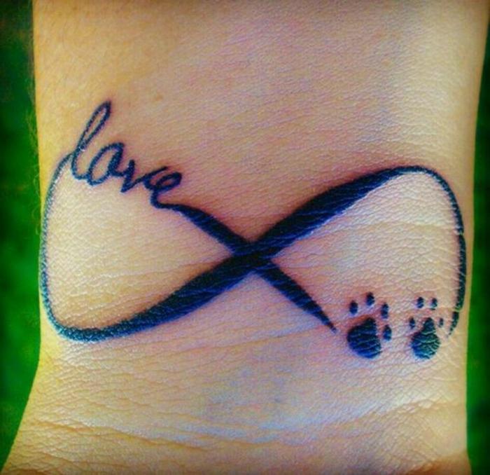 tatouage femme chat, mini pattes de chat, tatouage infini, script