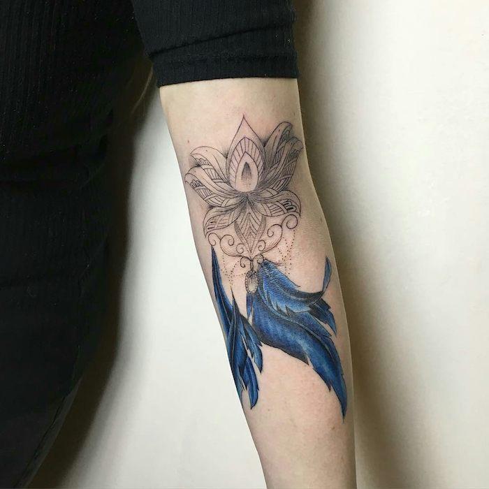 1001 significations et designs du tatouage plume - Signification motif tatouage ...