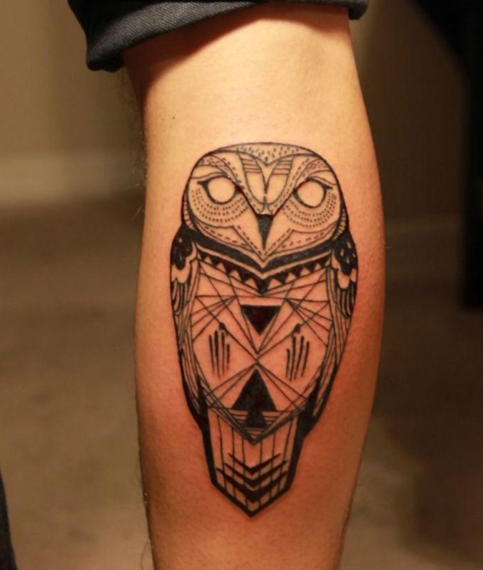 modele tatouage pour mollet chouette mandala homme