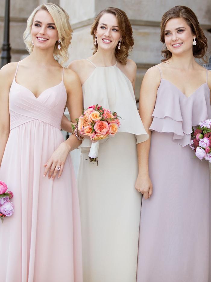 des robes de cérémonie de mariage élégantes en matière fluide avec bretelles fines pour une silhouette ultra féminine