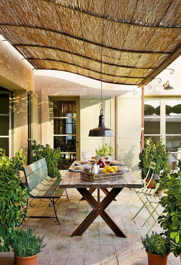 modele de terrasse couverte avec plafond ondulant ligne design