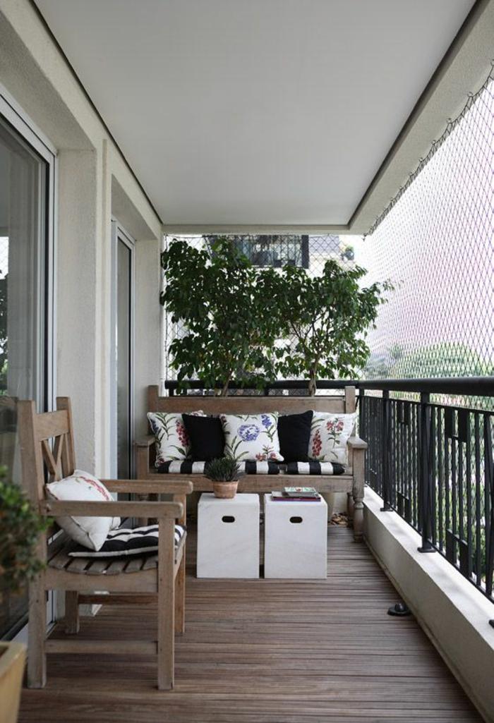 modele de terrasse couverte avec des meubles en bois couleur taupe