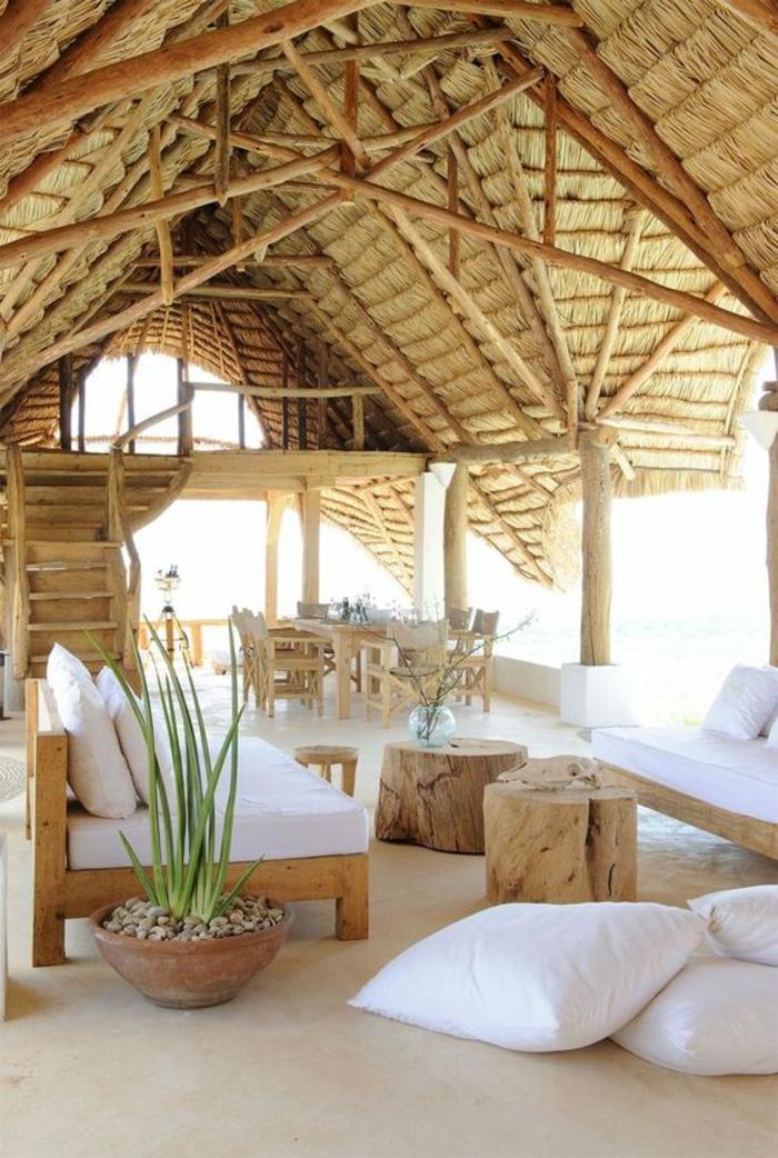 terrasse couverte avec un toit en pentes modernistique en paille