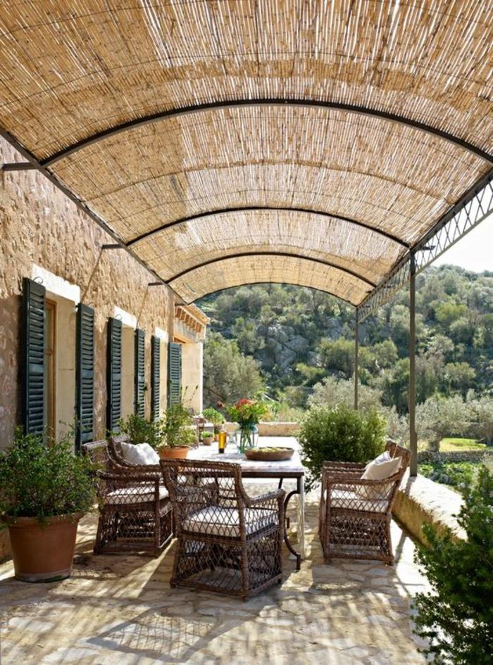 modele de terrasse couverte avec toit arrondi style classique