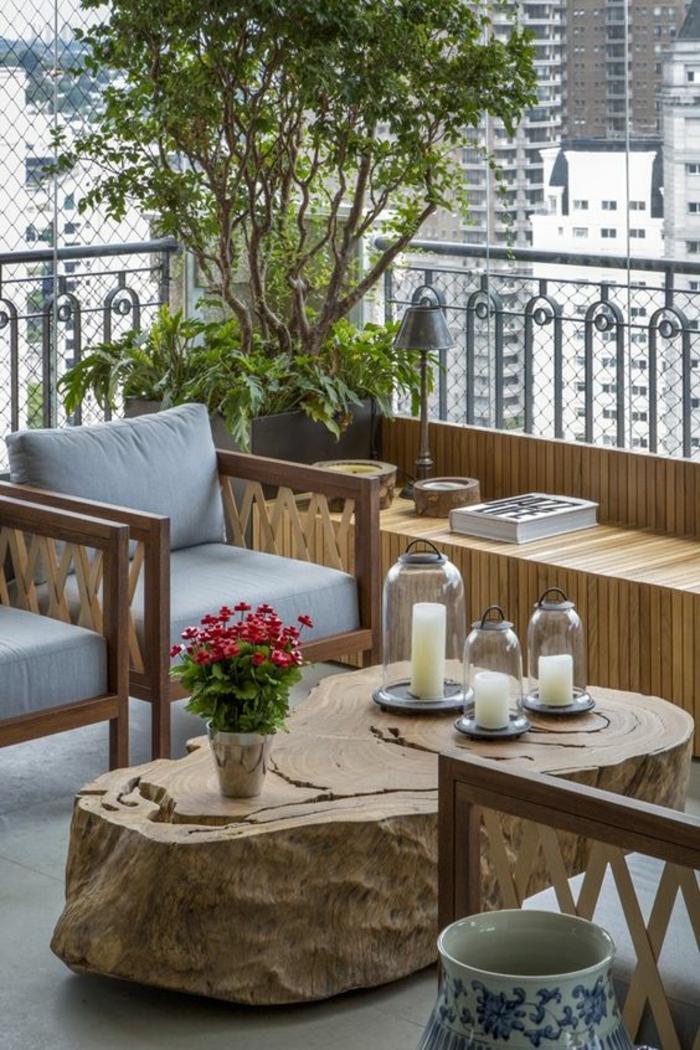 terrasse couverte table imitation tronc d arbre et des chaises en bois avec des coussins gris