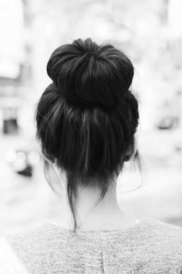 idée comment faire un chignon haut volumineux, cheveux long chatain, coiffure femme simple et rapide