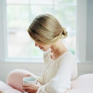 Un chignon facile pour paraître jolie sans efforts - plus de 70 idées et tutos ultra simples