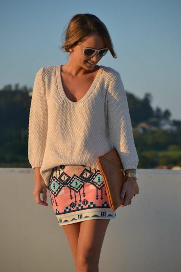 vêtements ethniques, jupe rose avec des prints géométriques aztèques, sac enveoppe