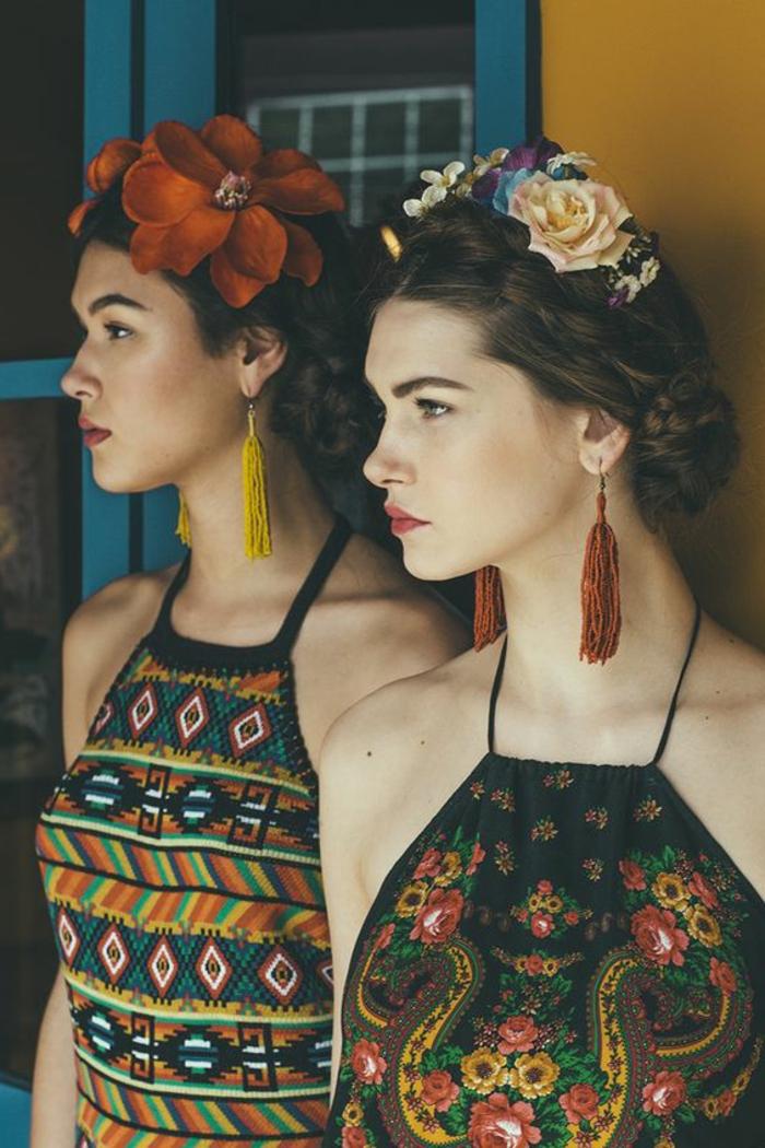 vêtements ethniques, boucles d'oreilles franges pendantes, fleurs dans les cheveux