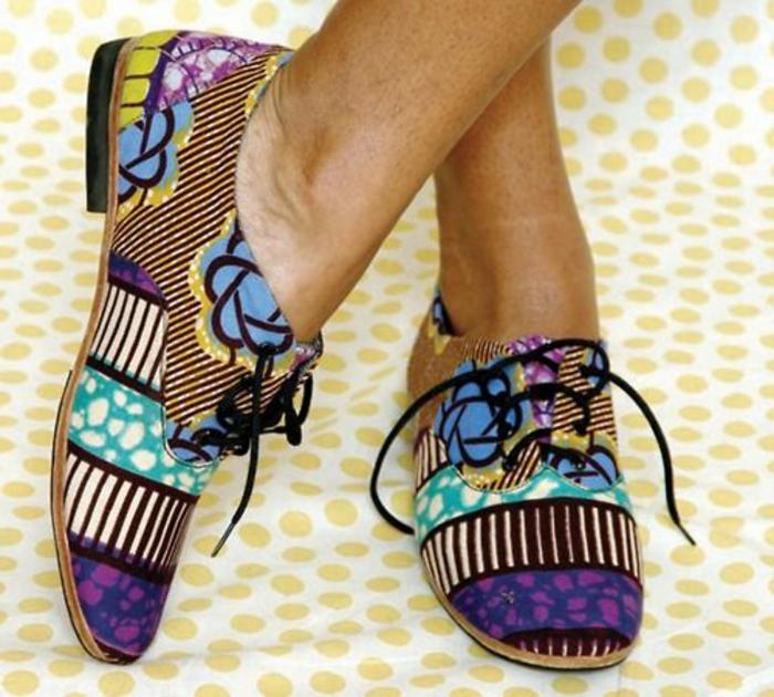 vêtements femme originaux, chaussures plates style ethno, lacets noirs