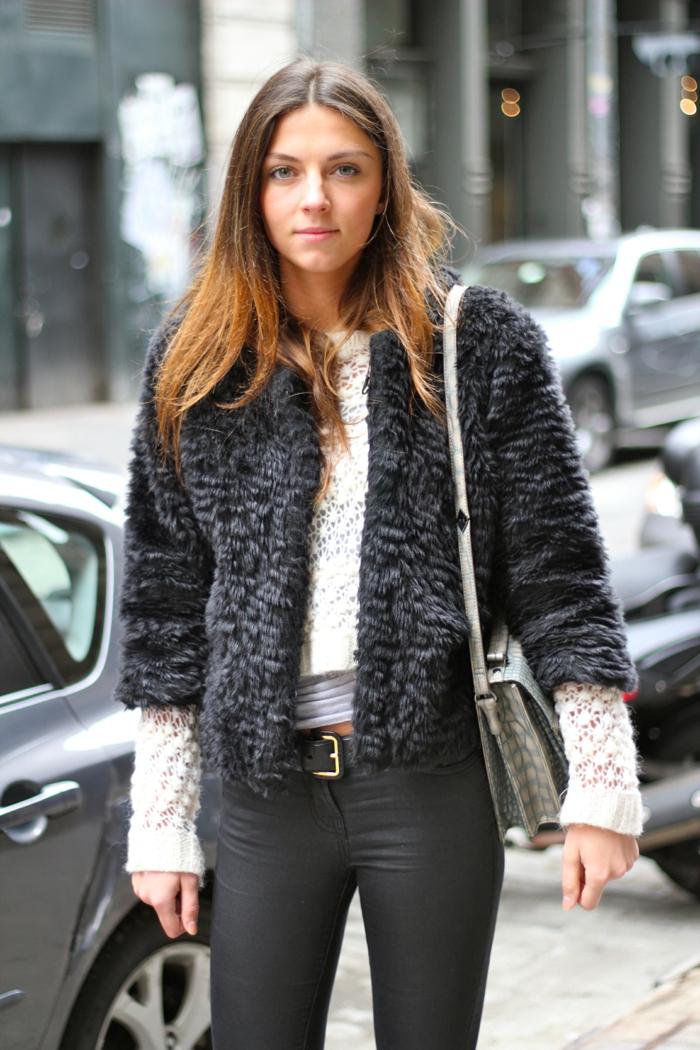 S'habiller bien avec tenue décontractée chic femme stylée à la mode jean noir cool
