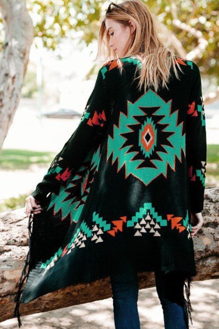 vetement ethnique, manteau navajo noir avec motis navajo traditionnels, modèle de manteau ethnique chic