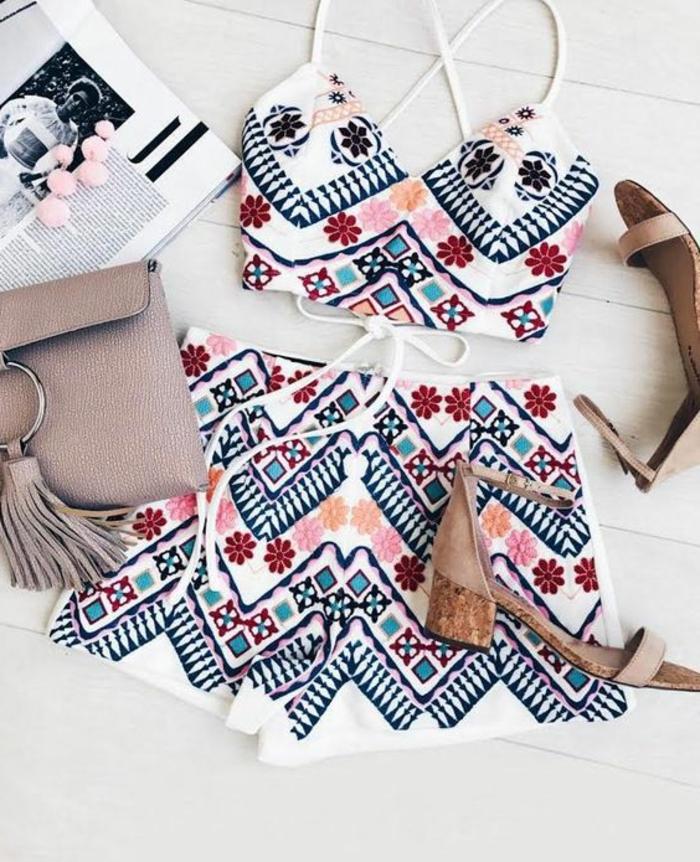 vetement ethnique, sandales d'été et sac en couleur capuccino, ensemble pantalon et bustier