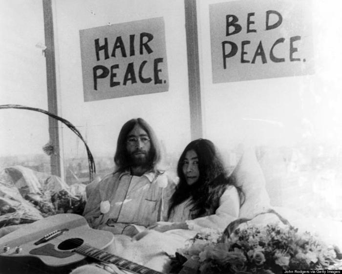 Beatles hippie inspiration hippie vêtements bohème hippie scene John Lennon et Yoko Ono
