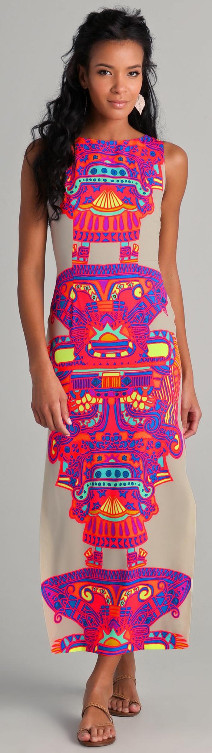 vetements ethniques, robe rose aux imprimés originaux, figures géométriques