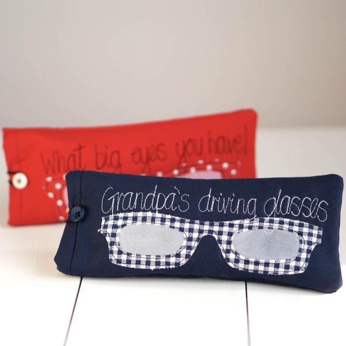 idée cadeau fête des pères à fabriquer soi-même, un étui à lunettes personnalisé avec des lunettes en tissu et lettres brodées