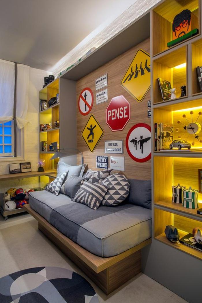 chambre ado en gris et jaune avec des signaux routiers et luminosite modulable