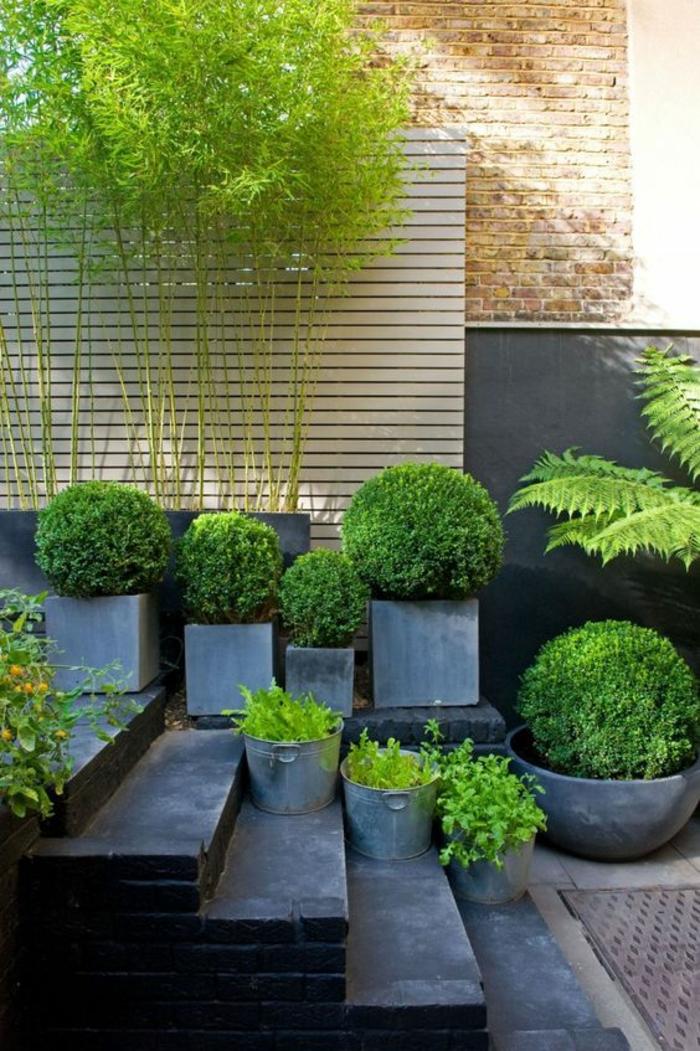 exemple d aménagement de jardin en utilisant les escaliers et les marches pour une deco a divers niveaux