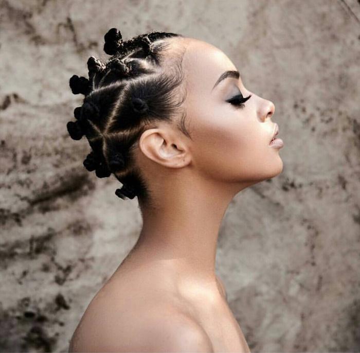 style coiffure cheveux crepus coiffure afro bantu knots femme
