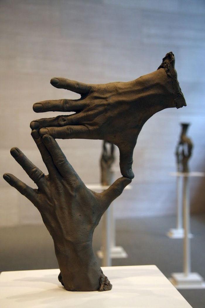 sculpture terre cuite contemporaine oeuvre terre moderne bruce nauman