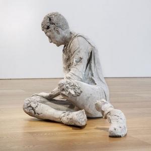 Sculpture contemporaine - l'art à deux mains d'aujourd'hui et d'hier