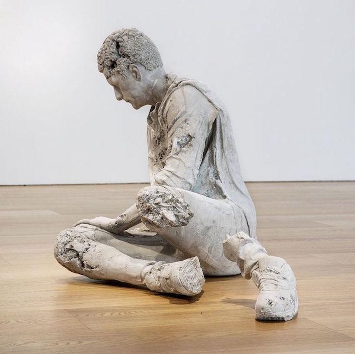 DANIEL ARSHAM homme decompose sculpture moulage artiste moderne