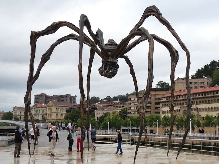 statues contemporaines 'araignée géante Maman Louise Bourgeois