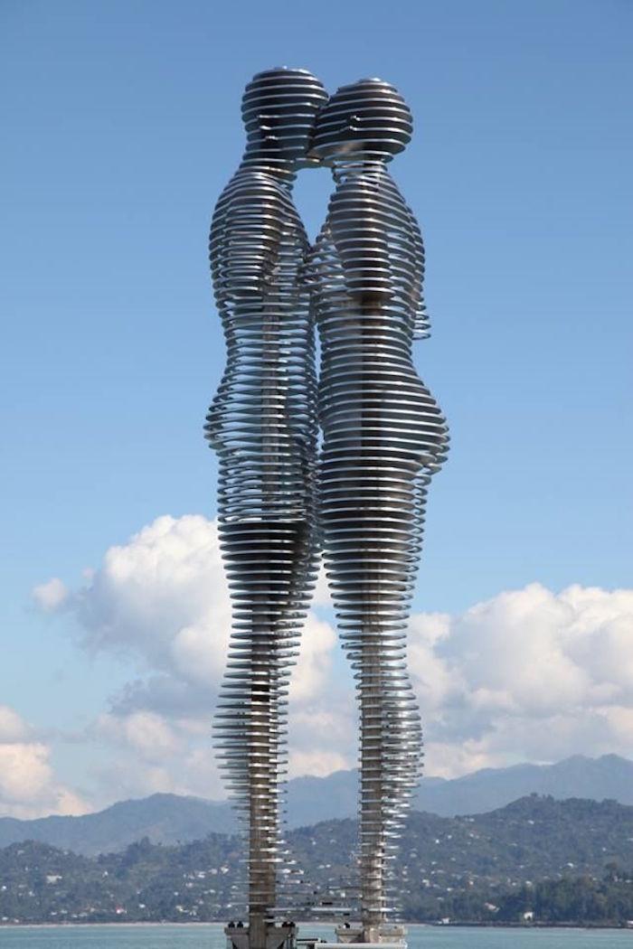 sculpture Statue de l'amour architecture géorgie Tamara Kvesitadze