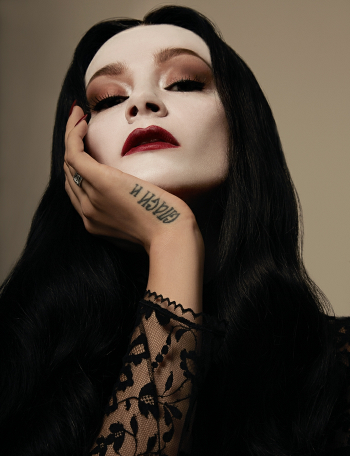 Addams Morticia mère adams style gothique Halloween maquillage comment faire Morticia