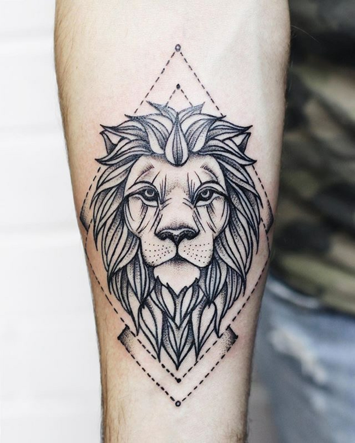 1001 id es en photos de tatouage lion inspirez vous de l 39 art des tatoueurs. Black Bedroom Furniture Sets. Home Design Ideas