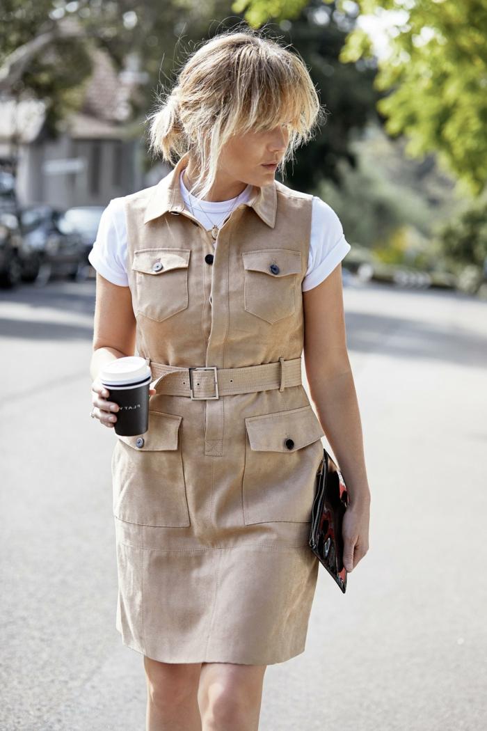 Robe saharienne beige avec ceinture et pochettes cool idée tenue de ville comment s habiller aujourd hui été