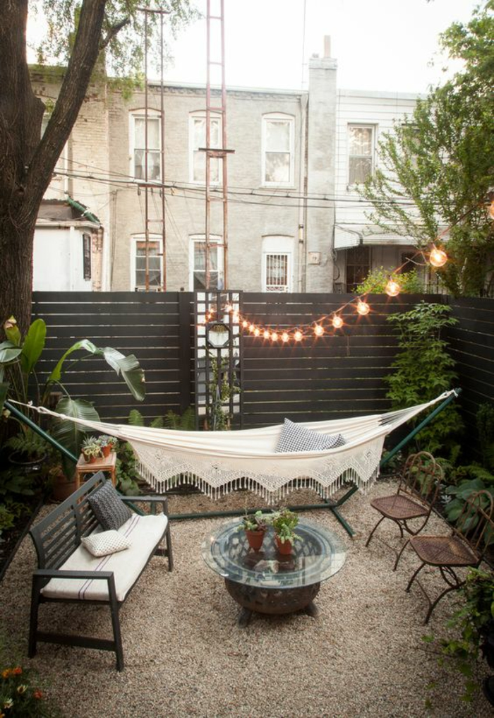 idee amenagement exterieur avec zone pour lire et discuter coin paradisiaque en ville