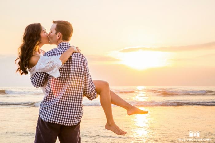 Romantique photos de couples faisant l amour belle photo de couple au coucher du soleil