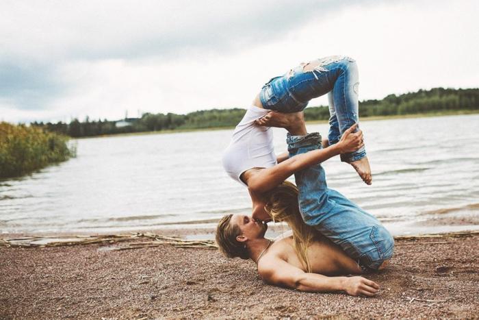 Romantique photos de couples faisant l amour belle photo de couple yoga ensemble