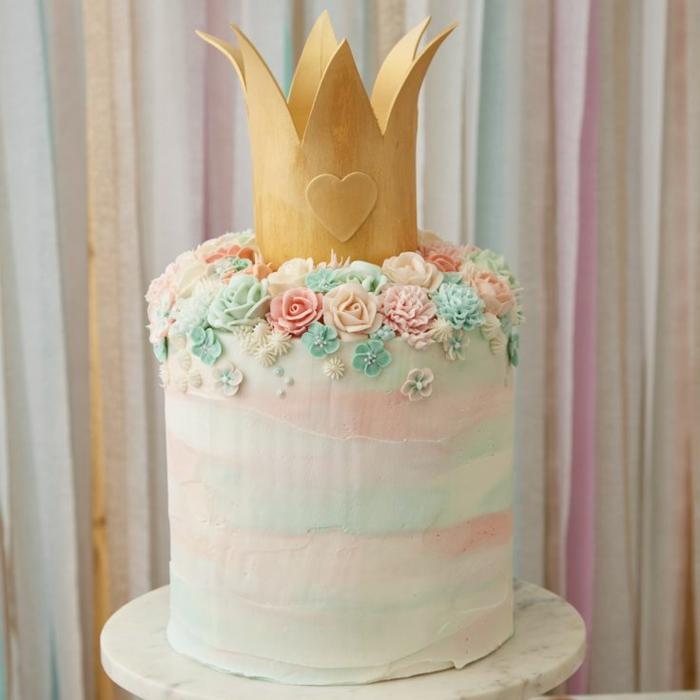 Brilliant gateau pate a sucre princesse gateau chateau facile couronne dorée gâteau géant