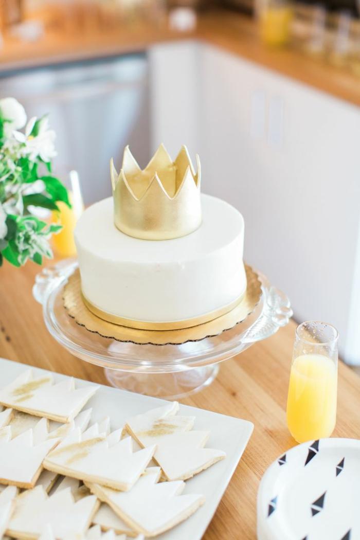 Délicieux gâteau château de princesse gâteau princesse disney couronne dorée