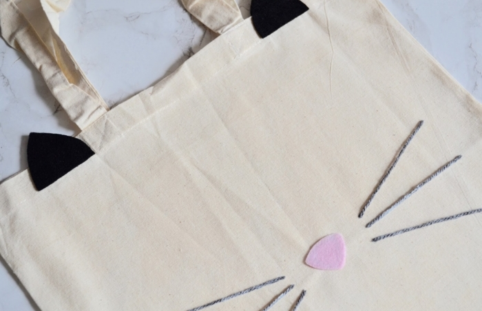 Sac transformé en taie décorative chat couture patron pour couture idée couture facile