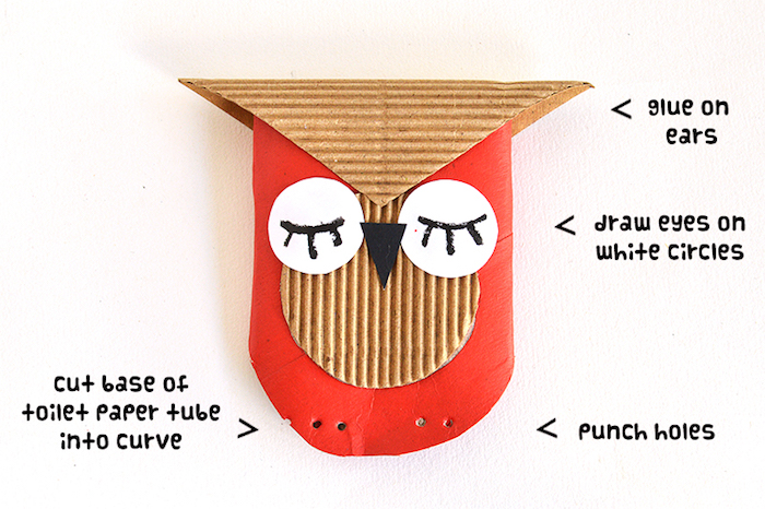 activité manuelle maternelle automne, un hibou en rouleau de papier toilette repeint en rouge et des traits de visage en carton et papier blanc et noir